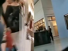 When the girls are on shopping they dont pay attention on cam shooting their jeans ass